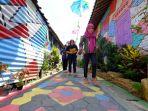 destinasi-wisata-baru-di-kota-magelang-kampung-warna-warni-berwarna-warni-bak-pelangi_20181011_205900.jpg