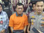 ditangkap-setelah-remas-karyawan-toko-begal-payudara-di-mojokerto-nangis-sesengukan-di-depan-polisi.jpg