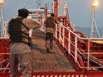 dua-nelayannya-ditembak-mati-penjaga-pantai-iran-sita-kapal-milik-uea.jpg
