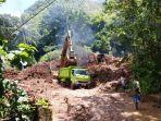 dump-truck-milik-dlh-bantul-dikerahkan-untuk-mengangkut-tanah-di-lokasi-longsor.jpg