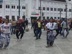 flashmob-golek-menak-meriahkan-selasa-wage-di-nol-kilometer.jpg
