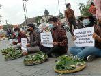 forum-warga-yogyakarta-menggelar-tradisi-bancakan-di-kawasan-titik-nol.jpg