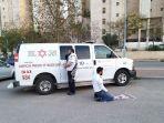 foto-viral-petugas-medis-di-israel-beribadah-di-jalan-satu-hadap-mekkah-satu-menghadap-yerusalem.jpg