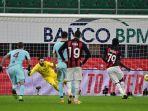 franck-kessie-mencetak-penalti-di-serie-a-italia-antara-ac-milan-vs-torino-pada-9-januari-2021.jpg