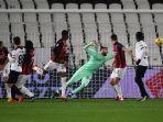 gianluigi-donnarumma-kebobolan-gol-kedua-di-liga-italia-serie-a-spezia-vs-ac-milan-13-februari-2021.jpg