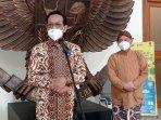 gubernur-diy-sri-sultan-hamengku-buwono-x-didampingi-sekda-1.jpg
