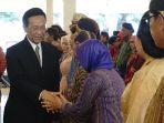 gubernur-diy-sri-sultan-hamengku-buwono-x-menyalami-para-pejabat-baru-pemda-diy_20180516_155106.jpg