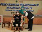 gubernur-jateng-ganjar-pranowo-menjadi-orang-pertama-di-jateng-yang-disuntikan-vaksin-covid-19.jpg