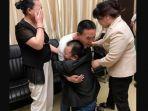 hilang-24-tahun-pria-ini-akhirnya-bisa-bertemu-kedua-orangtuanya-berkat-tes-dna_20180528_111810.jpg