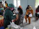 ibu-hamil-di-wilayah-kapanewon-bambanglipuro-mendapatkan-vaksinas.jpg