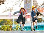 ilustrasi-anak-sekolah-berlari.jpg