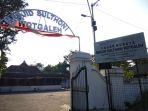 indonesian-masjid-wotgaleh-tidak-dipindahkan-dari-bandara-hingga-mitos-sebabkan-pesawat-jatuh_20180510_200723.jpg