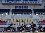 irkham-mila-sedang-berlatih-di-stadion-manahan-solo-sabtu-1742021.jpg