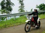 irvine-jasta-menunggangi-motor-trail_20180330_220156.jpg