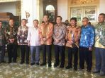 jajaran-pt-ap-i-dan-pt-pp-usai-melakukan-pertemuan-dengan-sri-sultan-hamengku-buwono-x_20180716_164216.jpg