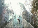 jembatan-gantung-bawuran-masih-jadi-spot-foto-favorit_20180411_182636.jpg