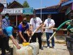 jne-yogyakarta-salurkan-bantuan-air-bersih-dan-sembako-di-gunungkidul.jpg