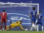 jorginho-menendang-penalti-diselamatkan-alisson-becker-chelsea-v-liverpool-di-stamford-bridge-20-sep.jpg