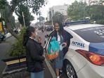 ke-sekolah-naik-mobil-polisi_20171204_124414.jpg