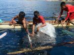 keberadaan-hiu-paus-di-pantai-botubarani-jadi-magnet-utama-wisatawan-asing_20180628_214543.jpg