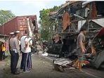 kecelakaan-bus-yang-menabrak-truk-tronton-di-jalan-raya-kulonprogo-purworejo.jpg