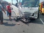 kecelakaan-lalu-lintas-antara-sepeda-motor-dengan-truk.jpg