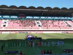 kedua-tim-saat-memasuki-stadion-maguwoharjo-rabu-6112019.jpg