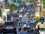 kepadatan-lalu-lintas-sejumlah-kedaraan-melintasi-jalan-re-martdinata.jpg