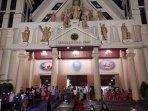 kesederhanaan-misal-natal-di-gereja-katedral-ambon-tersemat-semangat-damai-bagi-umat-manusia.jpg