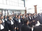 ketfoto-suasana-pelantikan-110-advokat-peradi-di-pengadilan-tinggi-yogyakarta_20180426_211751.jpg