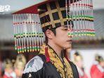 kim-jung-hyun-si-raja-cheoljong-di-drama-korea-mr-queen-jago-improvisasi.jpg