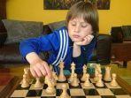 kisah-bocah-asal-skotlandia-sukses-kalahkan-grandmaster-catur-belajar-catur-saat-berusia-6-tahun.jpg