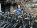 kisah-warga-magelang-yang-sewakan-ribuan-koleksi-sepeda-antiknya-agar-orang-bersepeda-kembali.jpg