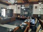 komisi-a-dprd-diy-bersama-kesbangpol-diy-di-ruang-rapat-gedung-dewan.jpg