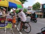komunitas-sedekah-ben-jumat-yogyakarta-bagikan-nasi-bungkus-gratis.jpg