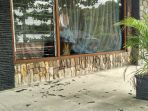 kondisi-jendela-kaca-kantor-ombudsman-ri-diy-yang-dilempar-batu2_20170709_092228.jpg