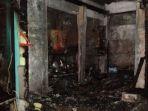 kondisi-satu-rumah-makan-usai-dipadamkan-tim-pemadam-kebakaran_20180713_111035.jpg