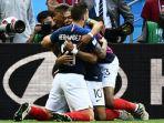 kylian-mbappe-dan-lucas-hernandez-merayakan-gol-perancis-ke-gawang-argentina_20180630_234040.jpg