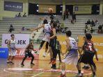 liga-basket-mahasiswa-ukdw-akhiri-perlawanan-sengit-uad-untuk-raih-kemenangan-perdana_20180720_093449.jpg