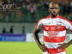 link-live-streaming-indosiar-madura-united-vs-barito-putera-greg-nwokolo_20180326_154934.jpg