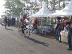 lintasi-panggang-peserta-balap-sepeda-pruride-indonesia-2019-disambut-turunan-curam.jpg