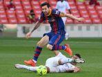 lionel-messi-ditekel-casemiro-saat-liga-spanyol-barcelona-v-real-madrid-di-stadion-camp-nou.jpg