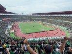 live-streaming-indosiar-persebaya-vs-persija-babak-ii-skor-sementara-0-0-liga-1-indonesia.jpg