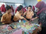 mahasiswa-uny-gunakan-permainan-monopoli-untuk-tarik-minat-belajar-siswa.jpg