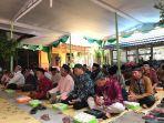 masuk-tahun-politik-ribuan-warga-panggungharjo-ikut-pengajian-akbar-dan-doa-bersama_20180930_214853.jpg