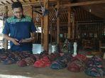 melihat-lebih-dekat-desa-wisata-krebet-sentra-penghasil-kerajinan-batik-kayu_20181105_223348.jpg