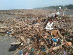 memasuki-musim-penghujan-kawasan-pantai-trisik-dipenuhi-sampah-1.jpg