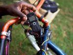 mengisi-baterai-ponsel-di-afrika_1.jpg