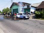 mobil-antik-terbakar-di-magelang_20180501_202425.jpg