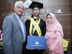 muhammad-erwin-althaf-bersama-kedua-orangtuanya.jpg